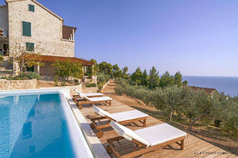 Villa Santa Domenica with Swimming Pool, holiday rental in Sveta Nedilja