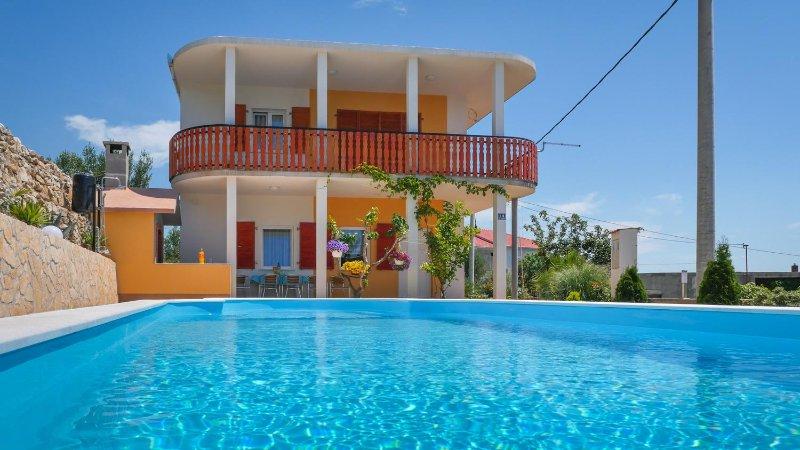 Kastel Sucurac Apartment Sleeps 8 with Pool and Air Con - 5472289, location de vacances à Kastel Sucurac