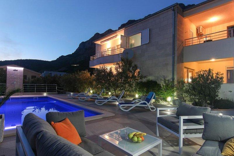 Veliko Brdo Apartment Sleeps 8 with Pool and Air Con - 5471858, vacation rental in Veliko Brdo