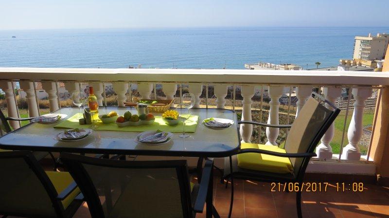 Ref: 235 - Don Juan Carvajal 2 Bedroom 2 Bathroom Luxury Apartment, alquiler de vacaciones en Fuengirola