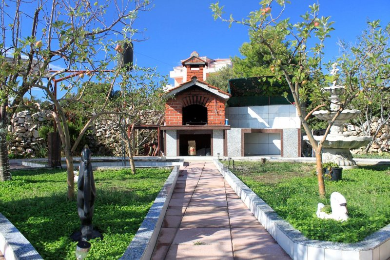 Rogoznica Apartment Sleeps 4 with Pool and Air Con - 5468299, holiday rental in Zecevo
