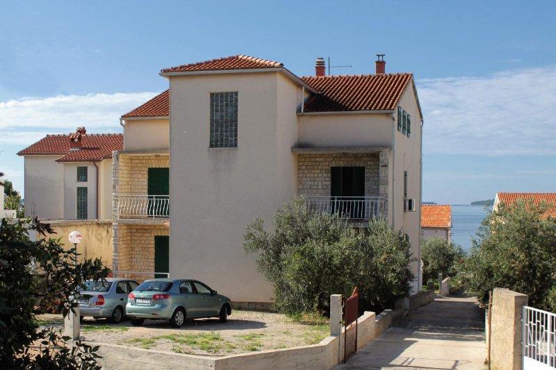 Four bedroom apartment Brodarica, Šibenik (A-5736-b), aluguéis de temporada em Brodarica