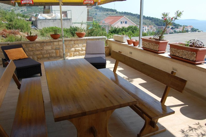 Baselovici Apartment Sleeps 6 with Air Con - 5461695, holiday rental in Primosten Burnji