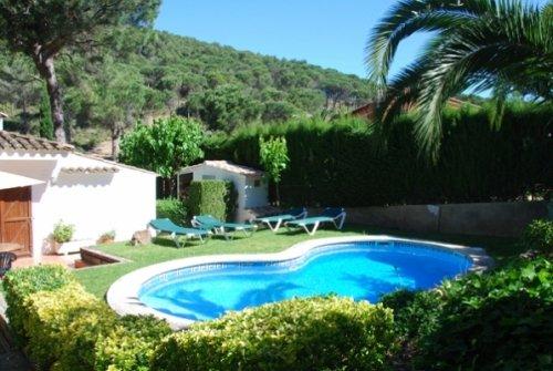Fornells de la Selva Villa Sleeps 4 with Pool and WiFi - 5736591, alquiler de vacaciones en Regencós
