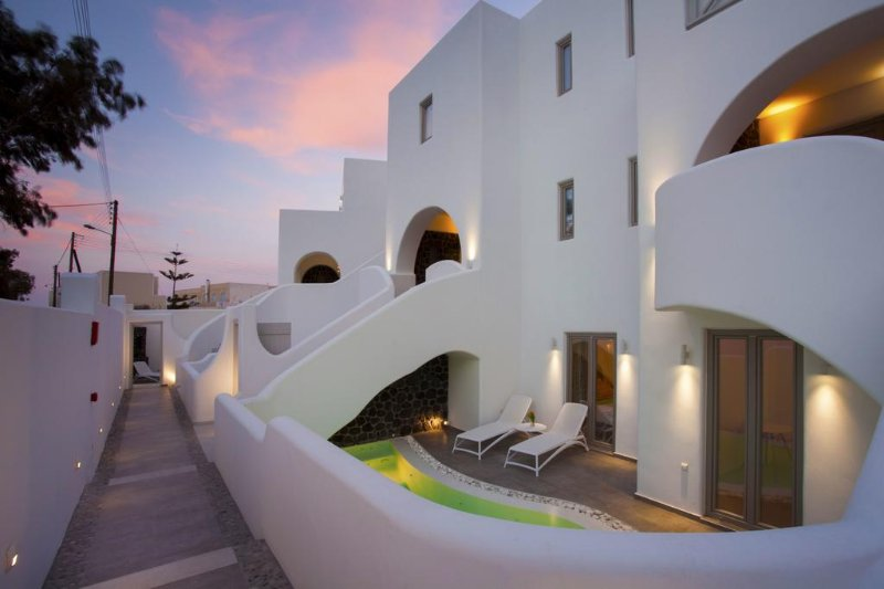 One-Bedroom Apartment with Private Pool, vacation rental in Kamari