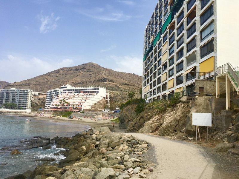 Caminho a pé do edifício. Directions: Arguineguin ou Anfi praia e restaurantes.