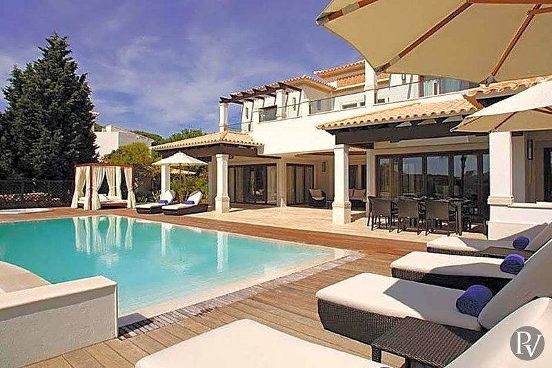 Roja- Pe Villa Sleeps 8 with Pool and Air Con - 5433081, holiday rental in Albufeira