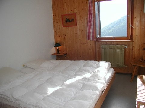 Bedroom 2 with 2 beds