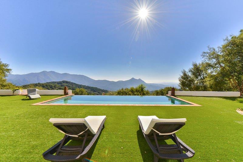 Benarraba Villa Sleeps 8 with Pool - 5364731, holiday rental in Benarraba
