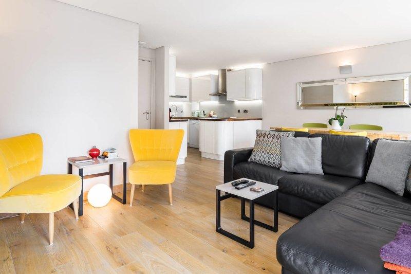 Wohnzimmer mit schöner Dekoration