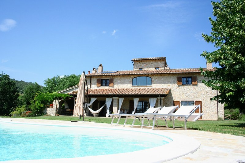 Santa Maria di Ramici Holiday Home Sleeps 10 with Pool and WiFi - 5310573, vacation rental in Attigliano