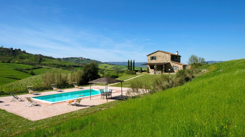 Frassineta Holiday Home Sleeps 8 with Pool Air Con and WiFi - 5269739, vacation rental in Casale Marittimo
