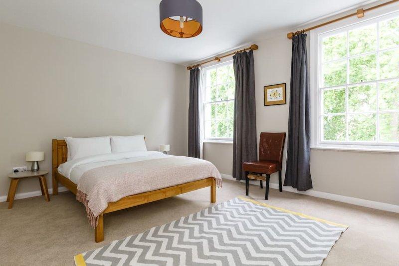1 dormitorio con colchón cómodo
