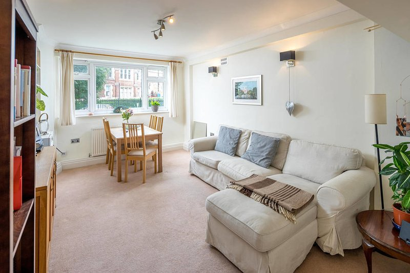 Lovely 2 Bed 1 5 Bath Battersea Square Apartment