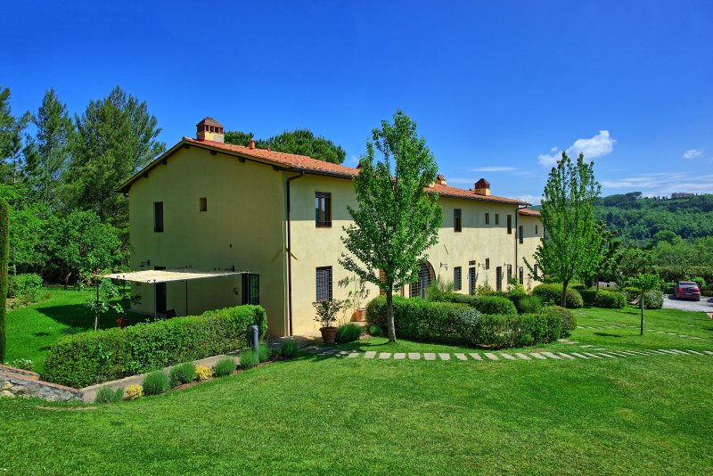 Baccaiano Apartment Sleeps 4 with Pool Air Con and WiFi - 5242140, holiday rental in San Michele a Torri