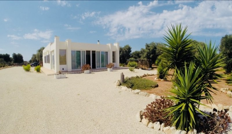 Apulia Home Villa con piscina nell'alto Salento, vacation rental in Carovigno