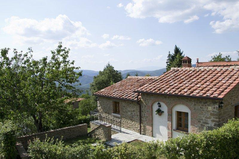 Adatti Villa Sleeps 6 with Pool and WiFi - 5241817, holiday rental in Teverina