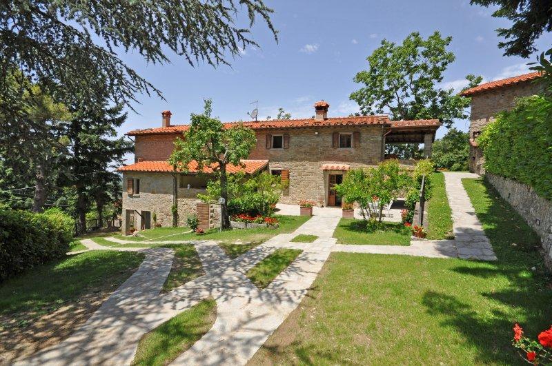 Adatti Villa Sleeps 12 with Pool and WiFi - 5241815, holiday rental in Teverina