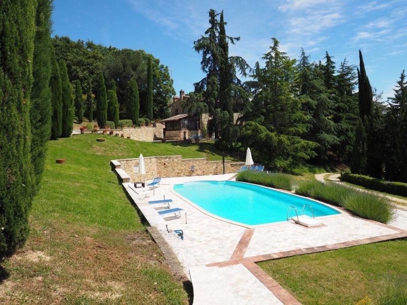 Sensano Apartment Sleeps 6 with Pool and WiFi - 5241270, vakantiewoning in Ulignano