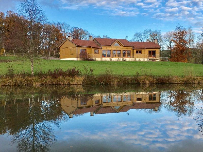 Chalet et ses etangs dans un cadre idylique , Bairon et ses environs - Ardennes, vacation rental in Le Chesne