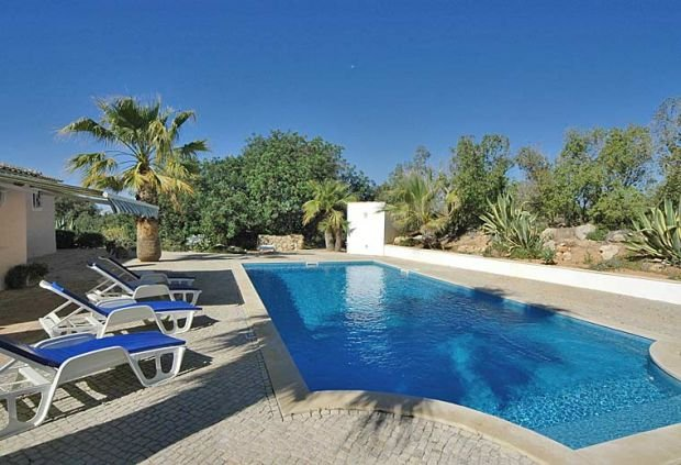 Estombar Villa Sleeps 12 with Pool Air Con and WiFi - 5239009, holiday rental in Estombar