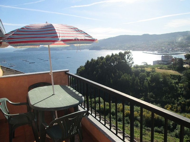 Apartment - 3 Bedrooms with WiFi - 100424, holiday rental in Castrelo
