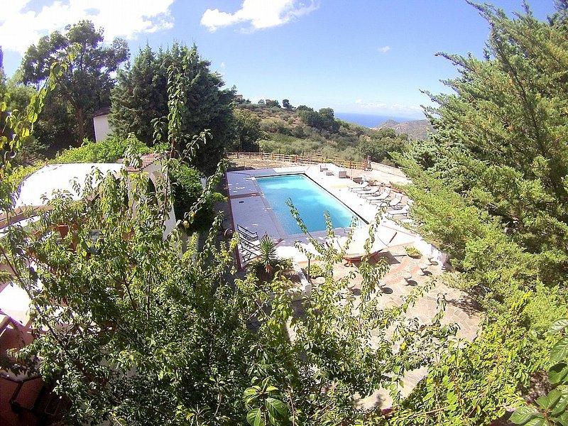 Perdifumo Villa Sleeps 8 with Pool - 5228283, holiday rental in Vatolla