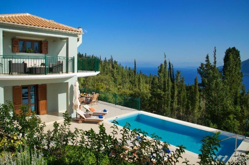 Matsoukata Villa Sleeps 6 with Pool and Air Con - 5228157, holiday rental in Platrithias