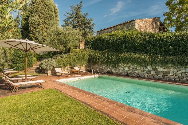 Radda in Chianti Villa Sleeps 9 with Pool and WiFi - 5227193, Ferienwohnung in Volpaia