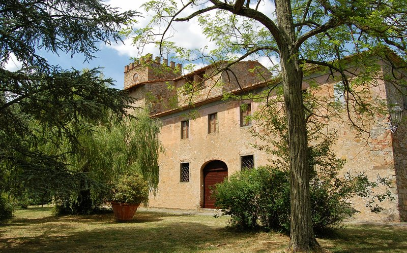 Panzano Holiday Home Sleeps 10 with Pool and WiFi - 5227146, holiday rental in Badia Agnano