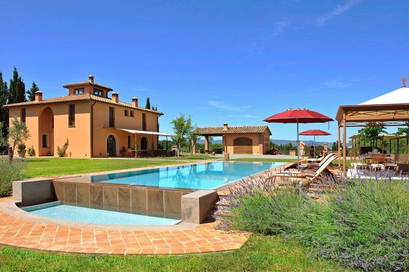 Monte Lopio Villa Sleeps 11 with Pool Air Con and WiFi - 5227092, Ferienwohnung in Montelopio