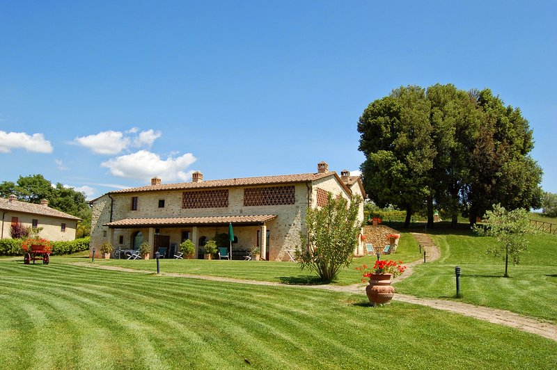 Piecorto Holiday Home Sleeps 18 with Pool and WiFi - 5227067, holiday rental in Vico D'elsa