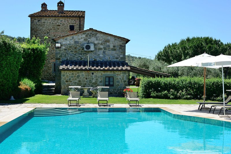 I Pieracci Villa Sleeps 10 with Pool Air Con and WiFi - 5226990, vacation rental in Borghetto
