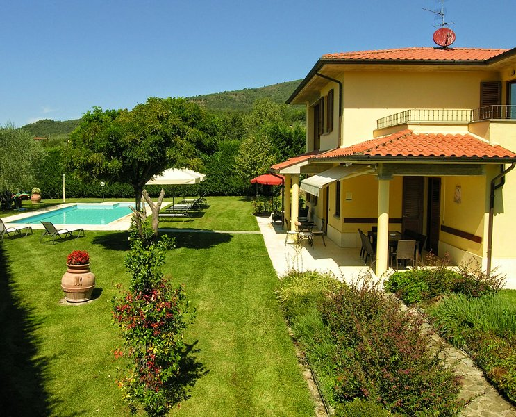 Il Molinaccio Holiday Home Sleeps 12 with Pool and WiFi - 5226909, holiday rental in Penna