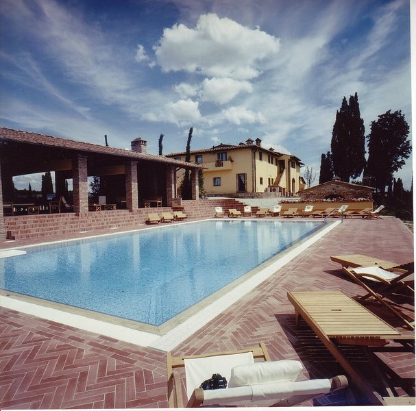 La Collina Villa Sleeps 20 with Pool Air Con and WiFi - 5226871, vacation rental in Corazzano