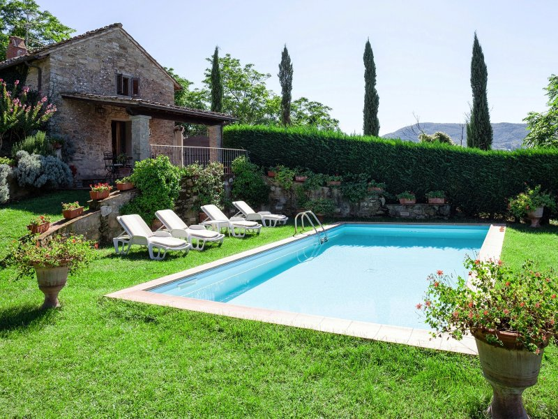 Barbiana Holiday Home Sleeps 4 with Pool and WiFi - 5226863, holiday rental in Ricavo