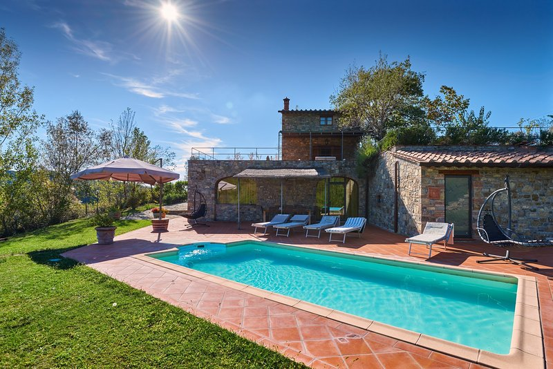 Monteluco Villa Sleeps 8 with Pool Air Con and WiFi - 5226824, holiday rental in Gaiole in Chianti