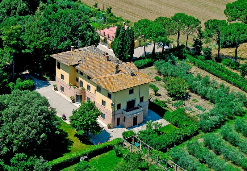 San Martino in Colle Villa Sleeps 18 with Pool and WiFi - 5226693, alquiler vacacional en Castello delle Forme
