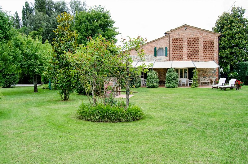 Montefalcone Villa Sleeps 12 with Pool and WiFi - 5226732, holiday rental in Galleno