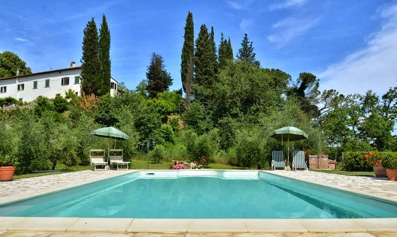 Sorrezzana Villa Sleeps 10 with Pool and WiFi - 5226734, vacation rental in Corazzano