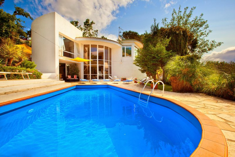 Piano di Sorrento Villa Sleeps 8 with Pool Air Con and WiFi - 5226695, holiday rental in Colli di Fontanelle