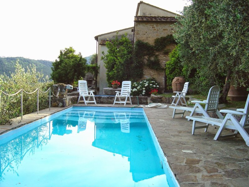 Buti Holiday Home Sleeps 9 with Pool and WiFi - 5226657, holiday rental in Bientina