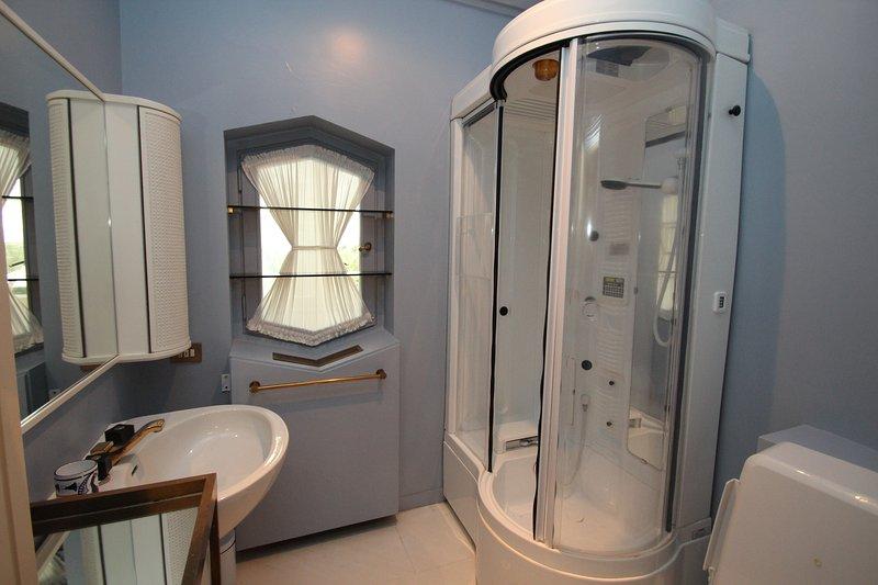 dormitorio ciruela baño de ducha
