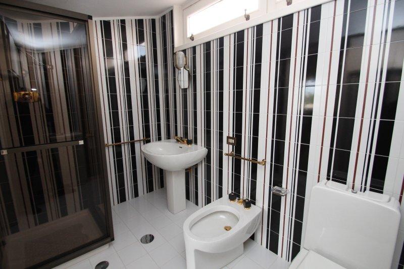 Sala de oliva baño de ducha