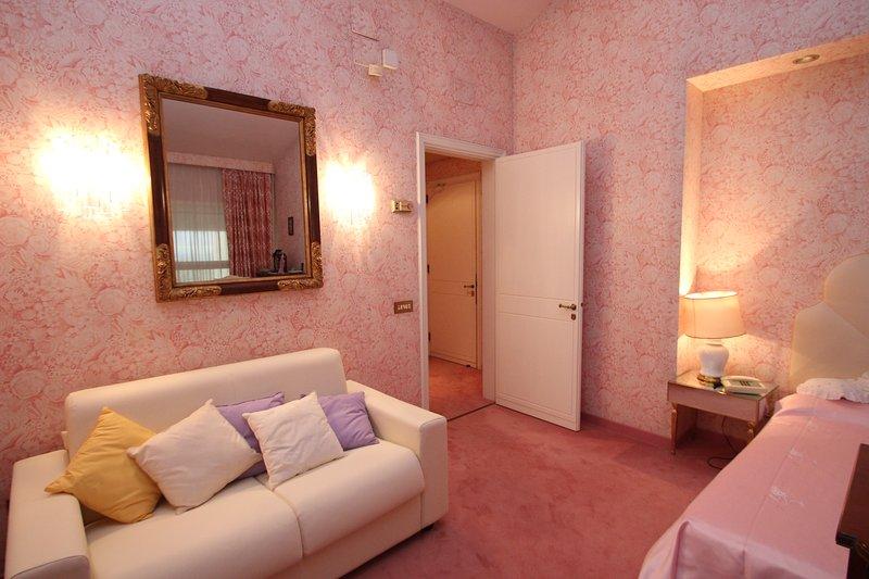Rose dormitorio con sofá-cama