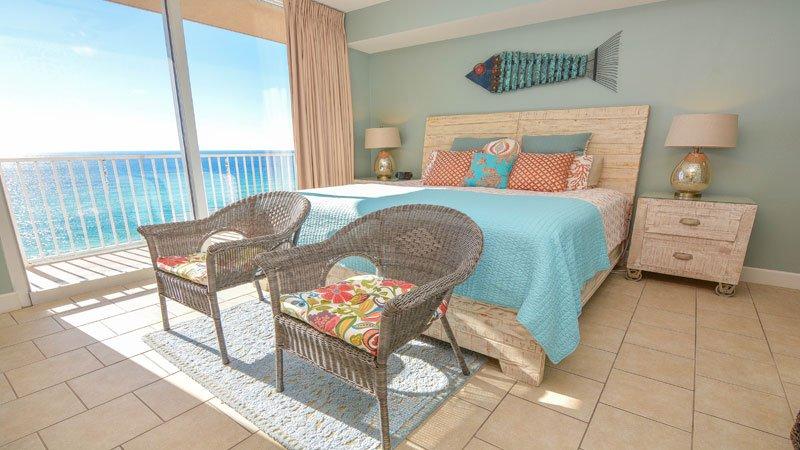 dormitorio principal con balcón con vistas al océano