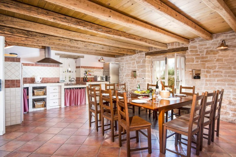 Zgrabljici Villa Sleeps 10 with Pool and Air Con - 5048832, holiday rental in Vosteni