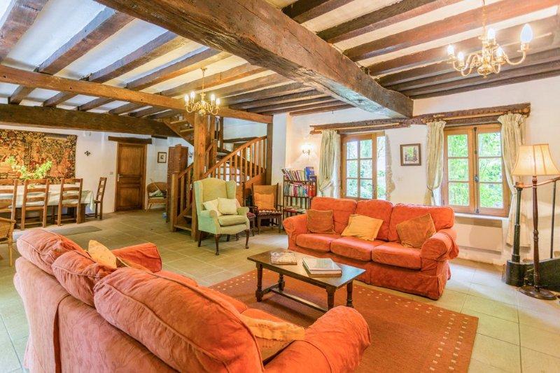 Corberon Villa Sleeps 10 with Pool - 5049846, holiday rental in Seurre
