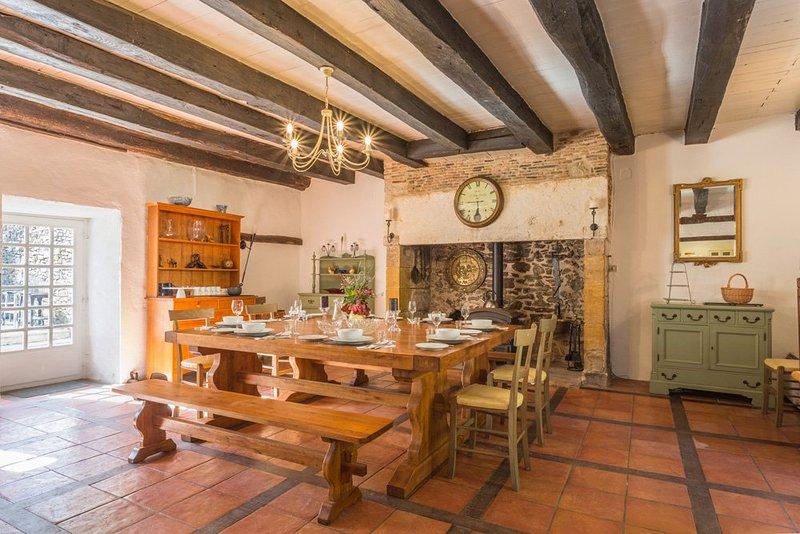 Le Chatenet Villa Sleeps 9 with Pool - 5049649, casa vacanza a Ladignac le Long