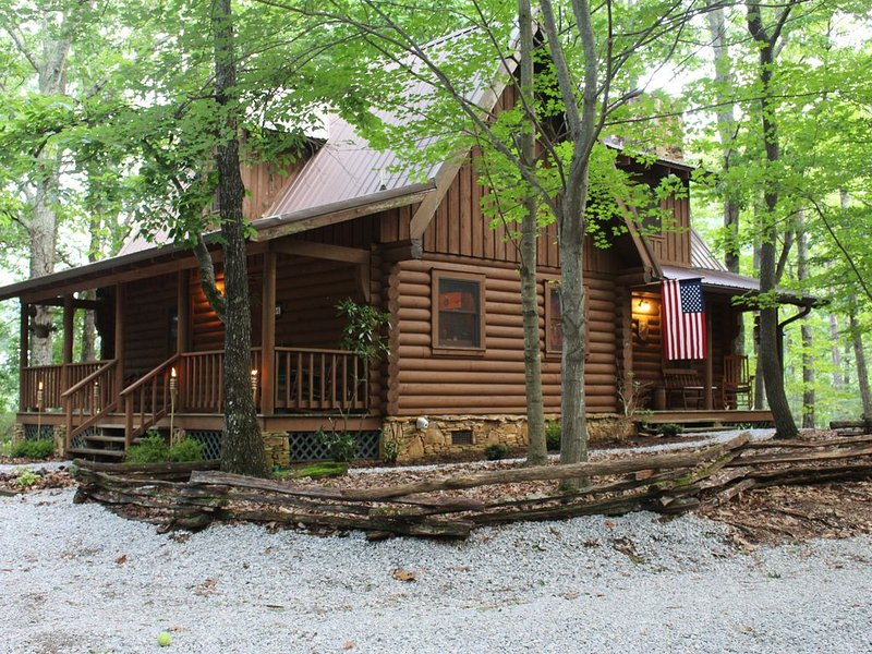 Ready For A Hideaway, Only 4.5 miles from Helen, Georgia!, holiday rental in Demorest